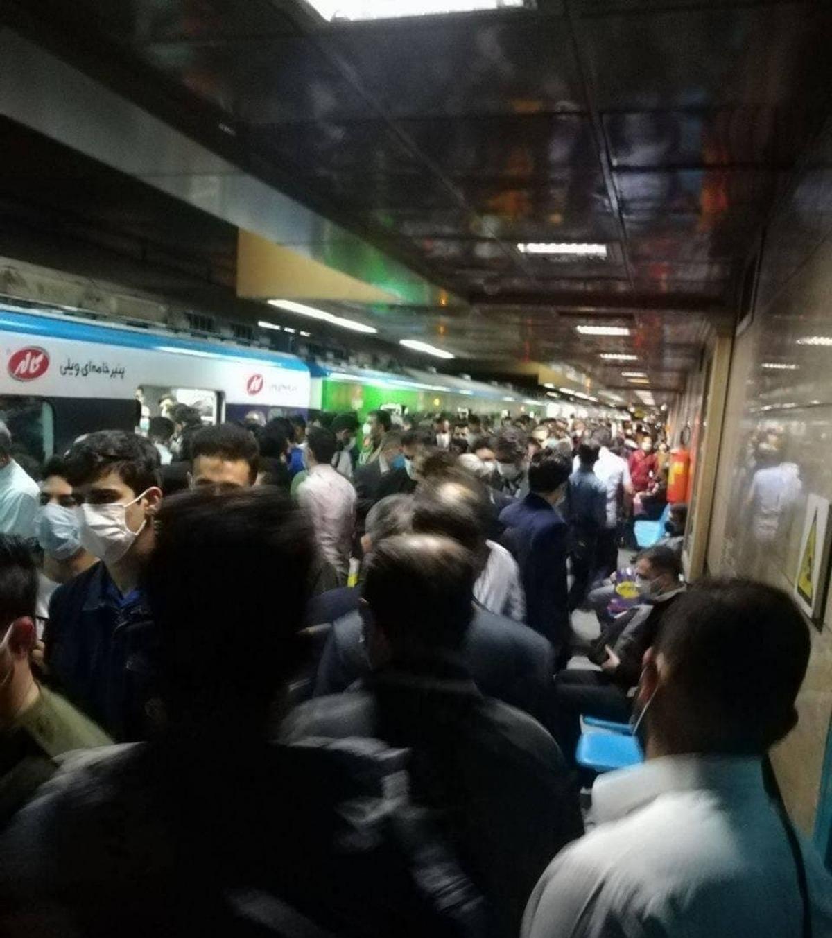 اولین روز کاری بعد از تعطیلات   وضعیت کرونایی در متروی تهران + عکس