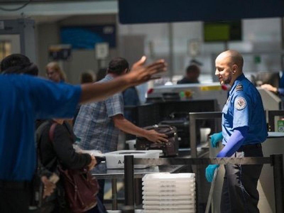 نیروهای مرزی آمریکا در فرودگاههای انگلیس مستقر میشوند