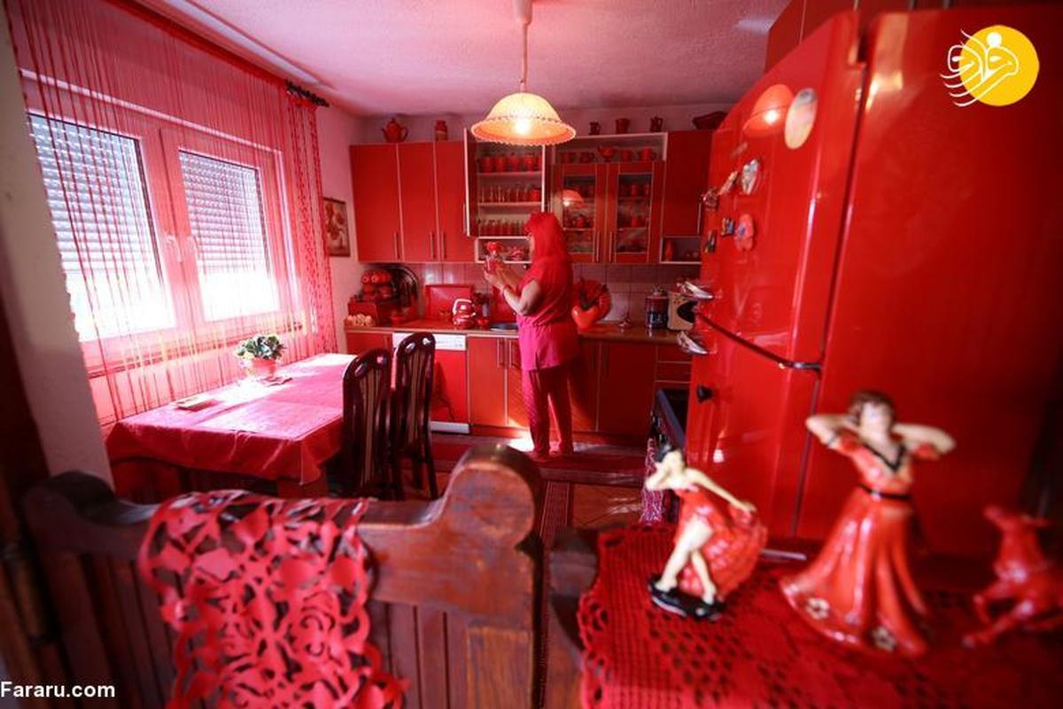 وسواس شدید یک زن به رنگ قرمز