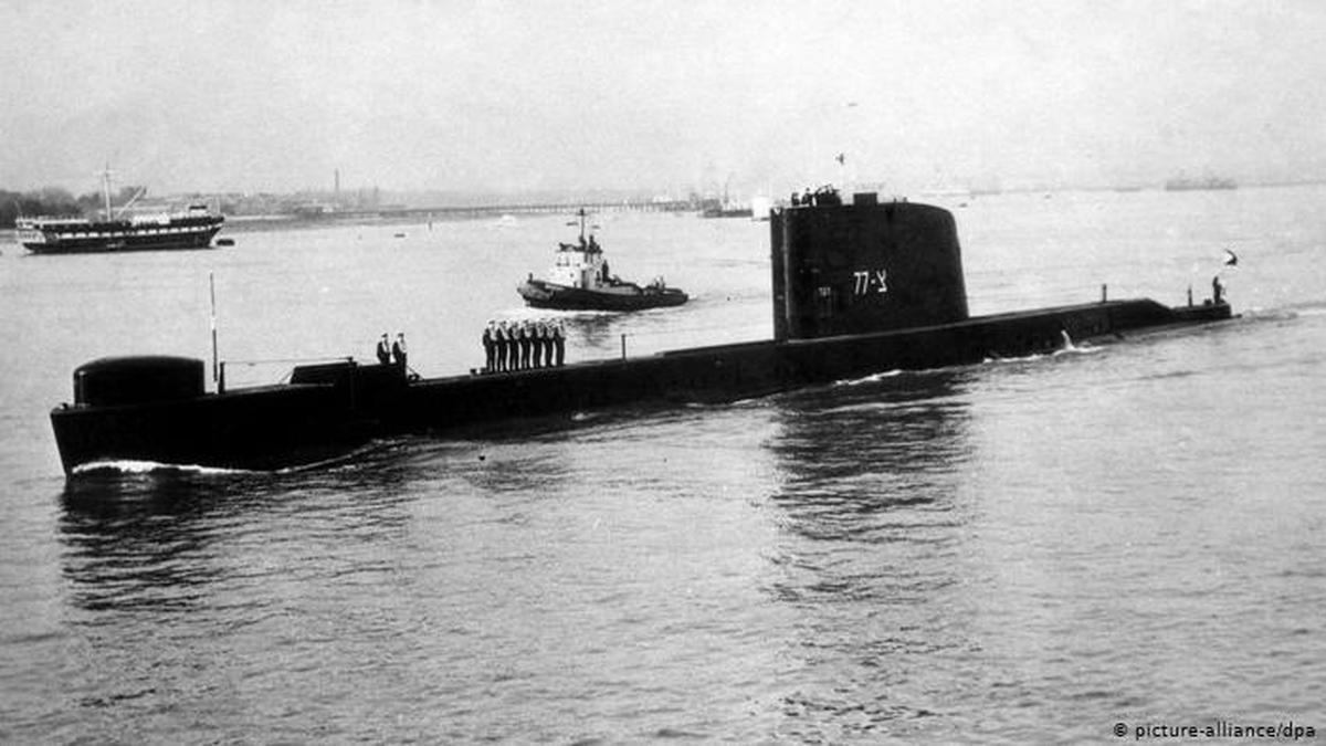 نزدیک شدن زیردریایی اسرائیل به خلیج فارس و هشدار به ایران