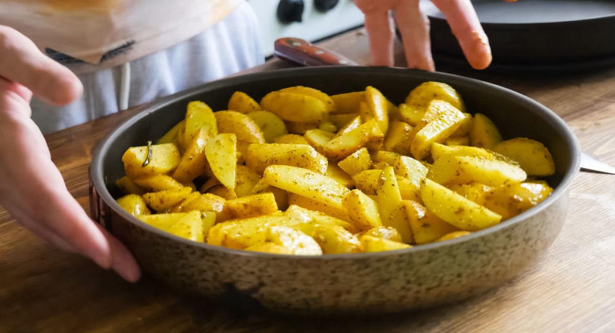 خوردن این خوراکی در ترکیب با سیب زمینی اکیدا ممنوع است