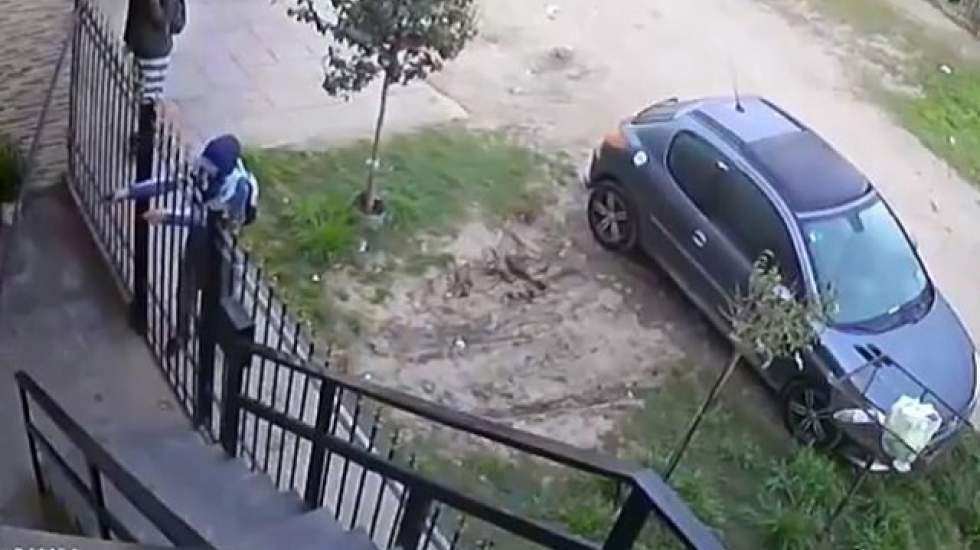 پلیس: انتشار تصاویر دوربینهای مداربسته از صحنه سرقت و چاقوکشی 'جرم است'