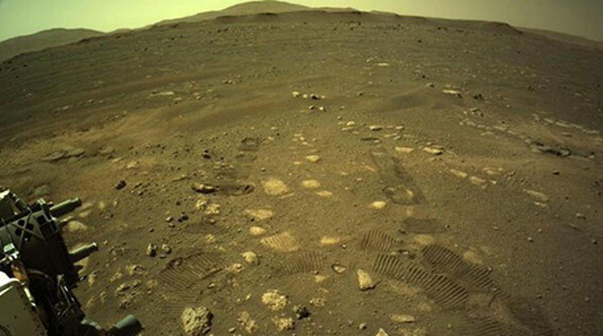 """حرکت کاوشگر """"استقامت"""" روی مریخ+ عکس  نخستین حرکت کاوشگر """"استقامت"""" در سطح مریخ"""