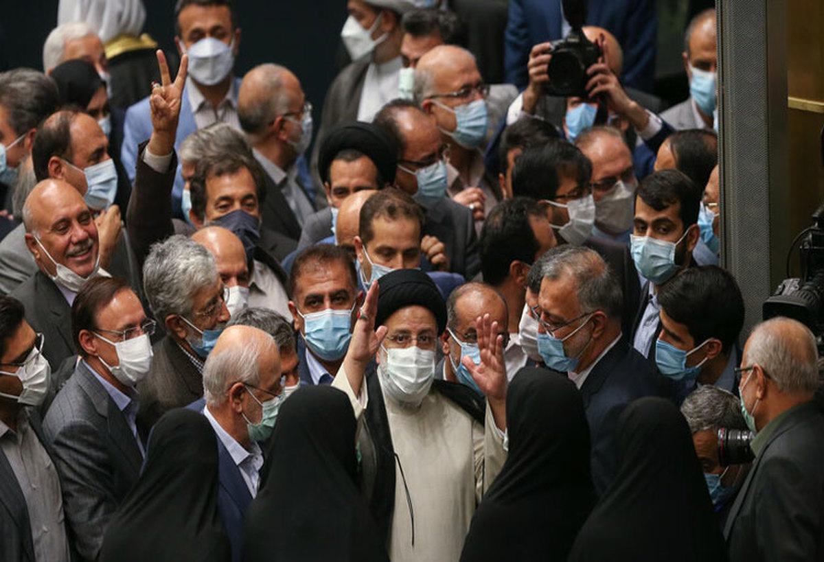 برگه های اخذ رای بین نمایندگان توزیع شد