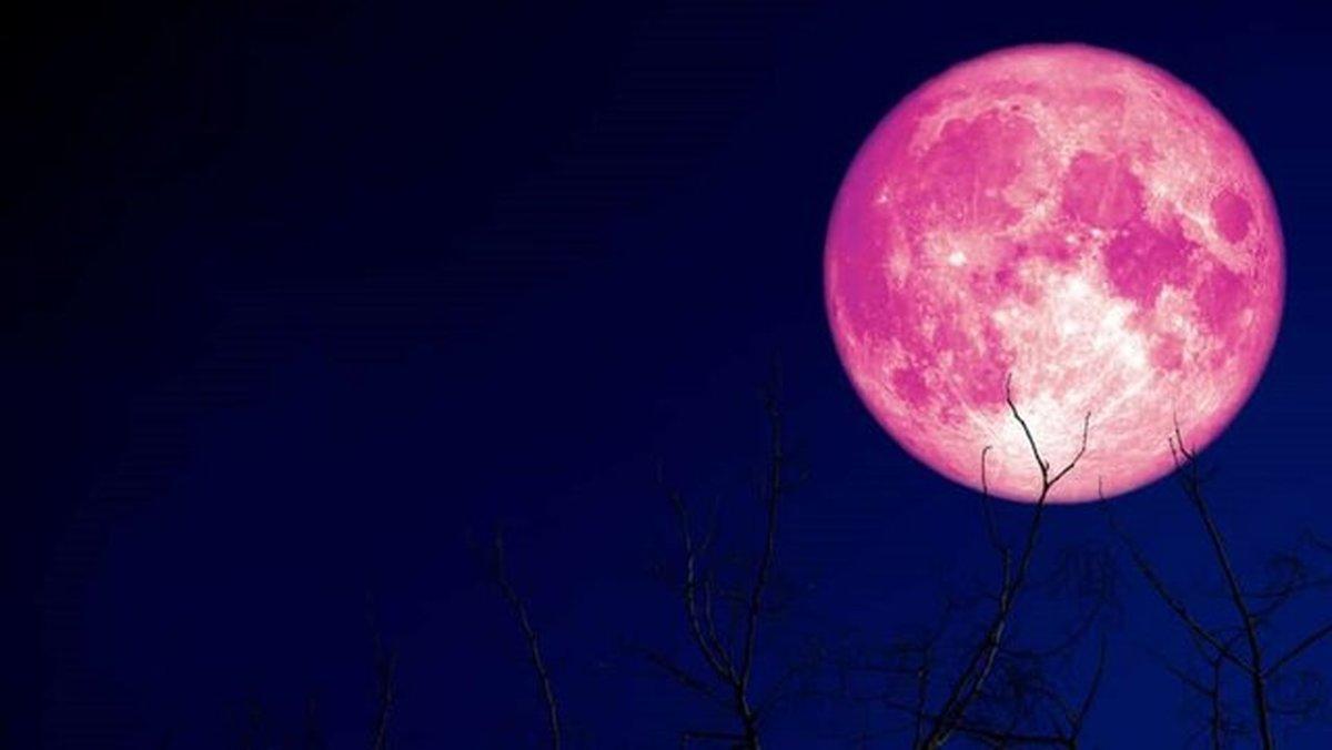 """درخشش ابَر ماه """"توت فرنگی"""" در روز پنجشنبه + عکس"""