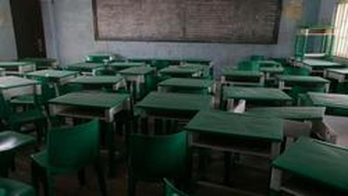 مردان مسلح ۱۴۰ دختر دبیرستانی را در نیجریه ربودند