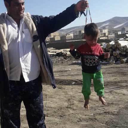 کودک آزار با تسبیح دستگیر شد+ عکس| مرد کودک آزار برای تفریح و سرگرمی کودک را با تسبیح آزار داد