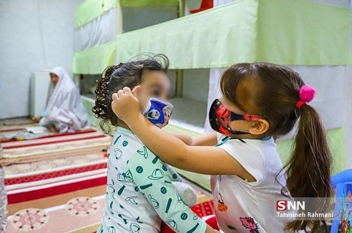 کودکانی که مجبورند در زندان زندگی کنند+عکس| کودکی پشت میله های زندان
