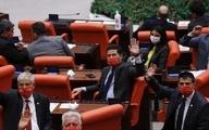 نخستین جلسه مجلس ترکیه باماسکهای جالب نمایندگان مخالف