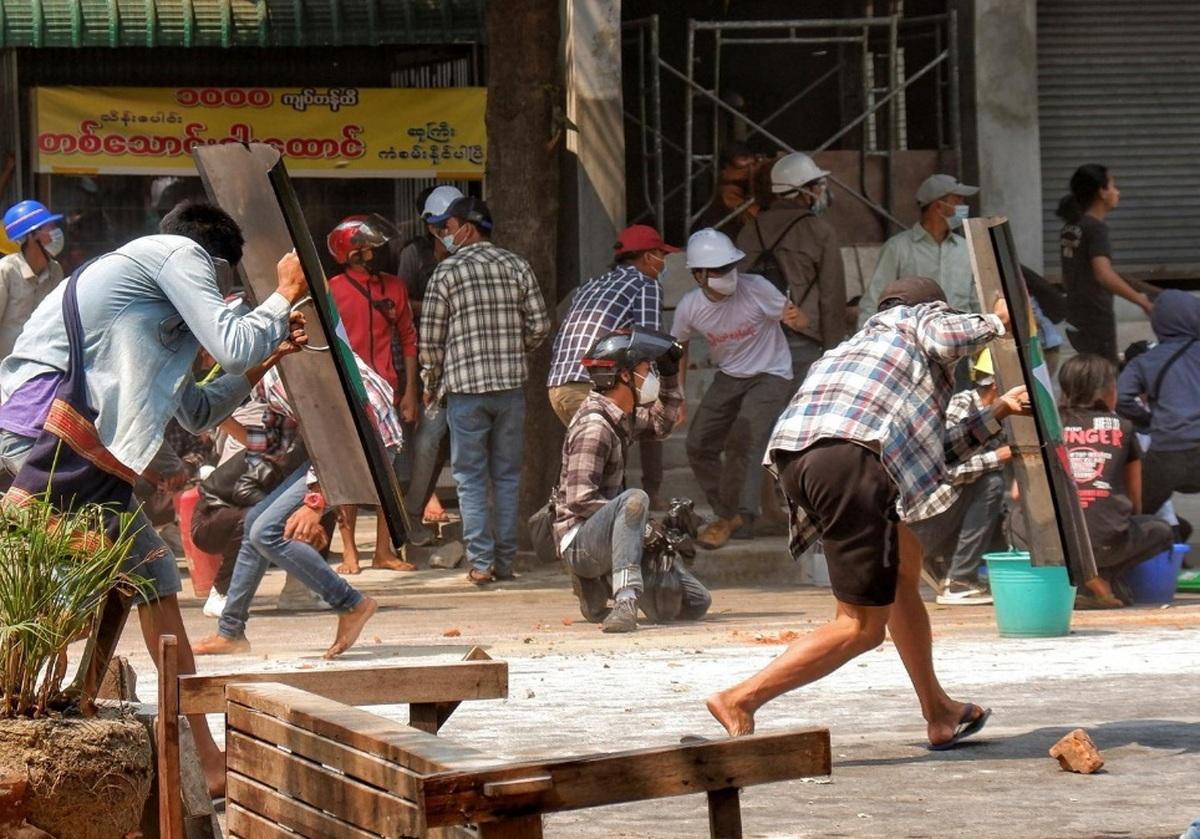 اعتراضات میانمار؛ افزایش خشونت برخلاف درخواستهای بینالمللی+ 38 کشته و دهها زخمی +عکس
