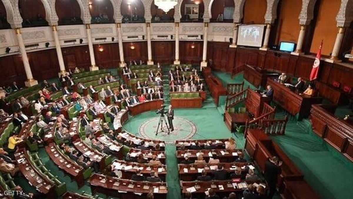 پارلمان تونس به نفع معترضان رای داد | المشیشی:جوانان معترض اولویت های ما را به ما یادآوری می کنند