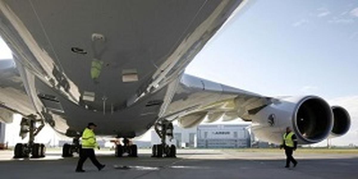امارات  |  استفاده امارات از ایرباس ۳۸۰ در بخش ترابری به دلیل کمبود مسافر