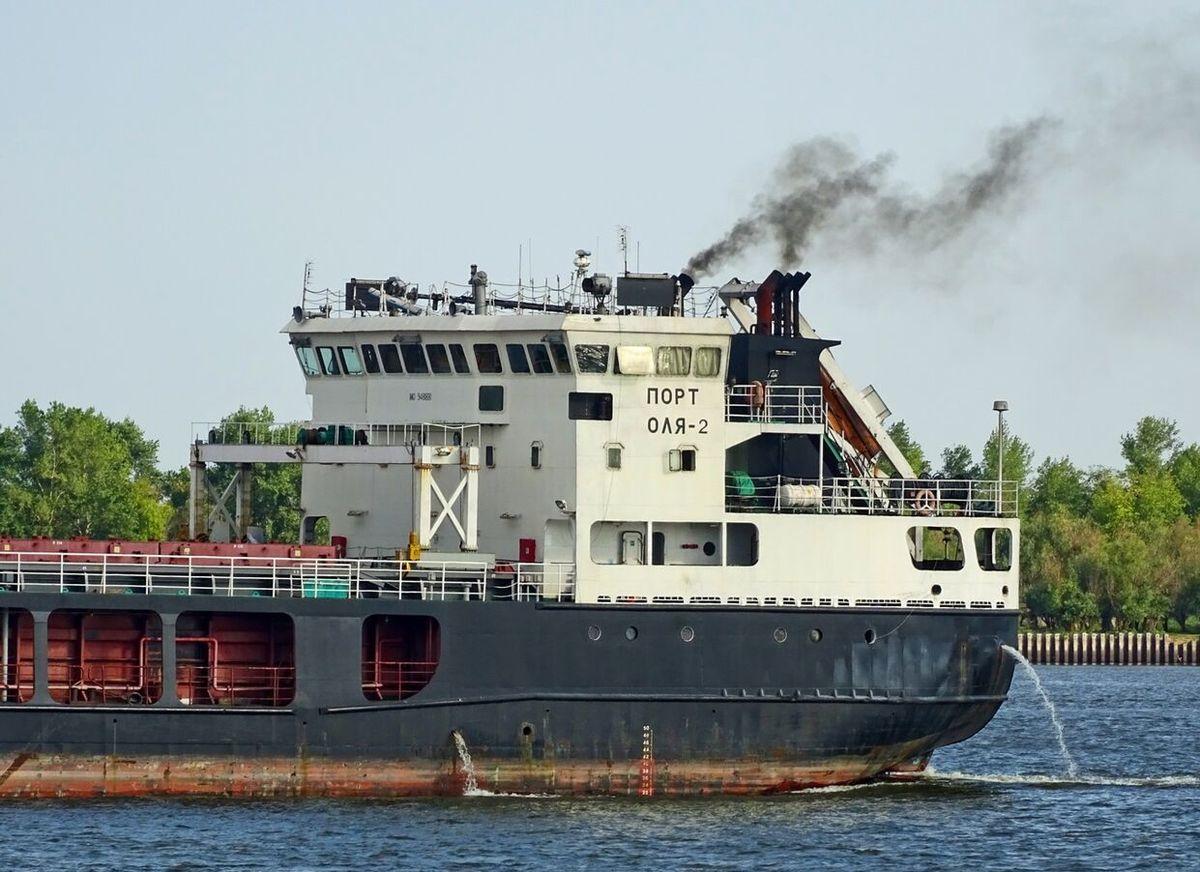به گل نشستن کشتی حامل محموله برای ایران در روسیه