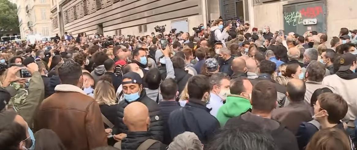 فرانسه | اعتراض به تعطیلی رستوران و کافهها به دلیل کرونا +عکس