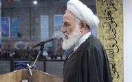 امام جمعه کاشان: در دستگاههای اجرایی مرد و زن به صورت مختلط کار میکنند؛ باید جدا شوند، وگرنه دولت اسلامی نیستیم.