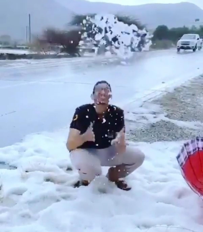 شدت بارش تگرگ در عربستان را ببینید! + ویدئو
