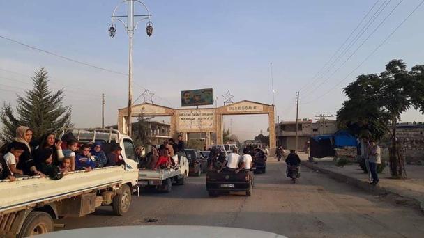 تصویری از خروج گسترده مردم از راس العین پس از حمله ارتش ترکیه