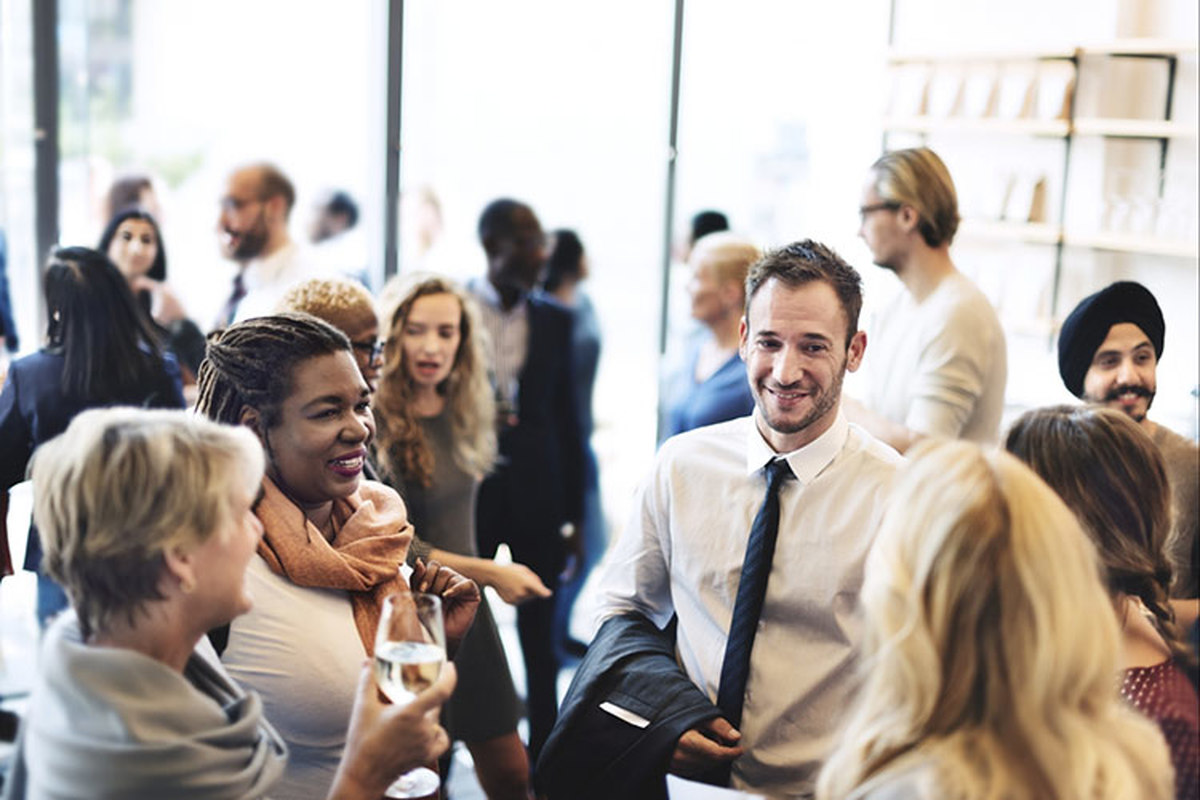 چرا شرکت در برخی جلسات شبکهسازی تلف کردن وقت است
