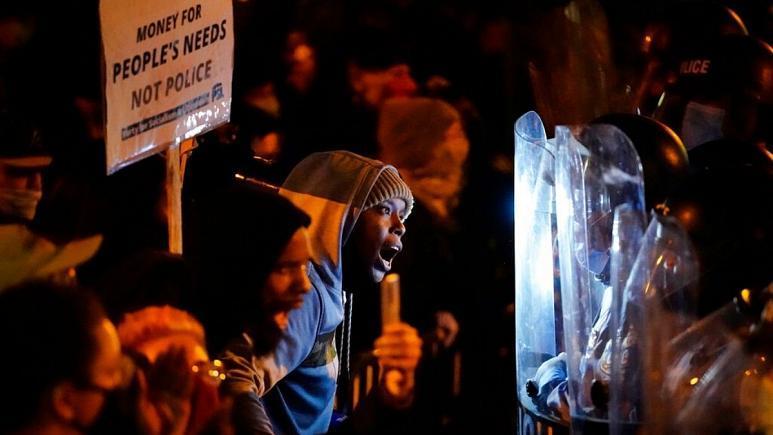 ناآرامیهای فیلادلفیا در آستانه انتخابات آمریکا      حکومت نظامی اعلام شد