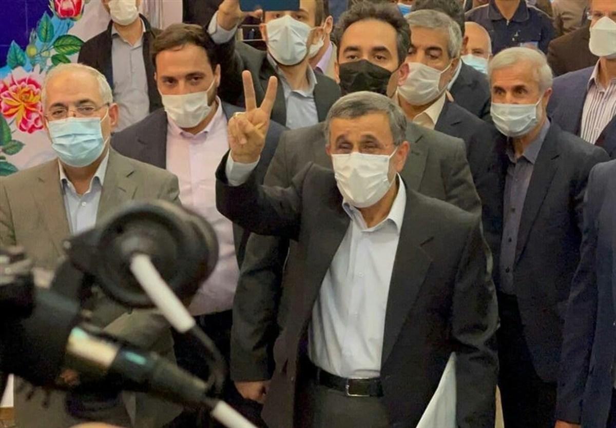 محمود احمدی نژاد برای انتخابات ریاست جمهوری ثبت نام کرد+فیلم حواشی