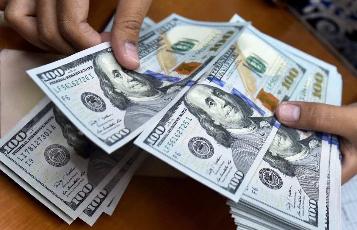 رانتزدایی از بازار دلار   مسیر صعودی نرخ ارز با حرکت جدید سیاستگذار نزولی شد