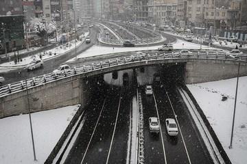 ترافیک نیمه سنگین به علت بارش برف و کولاک در محورهای شمالی تهران بزرگ