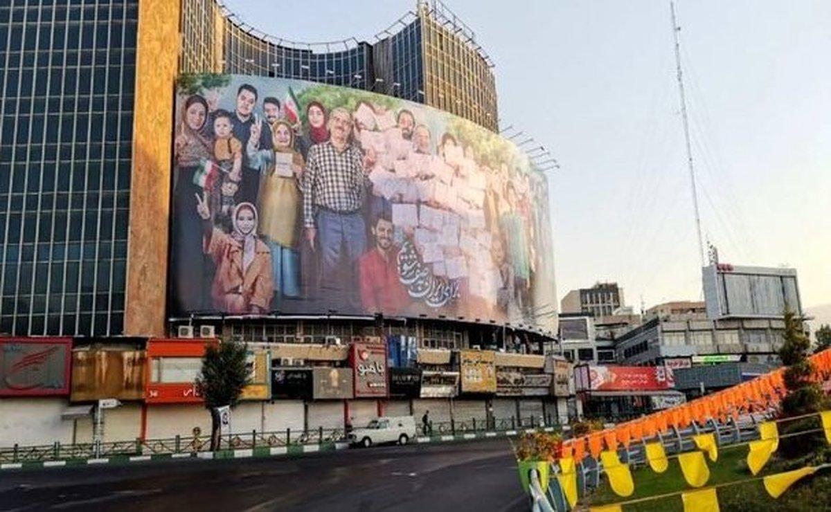 تصویر جالب از دیوارنگاره میدان ولیعصر(عج)| میدان ولیعصر(عج) انتخاباتی شد