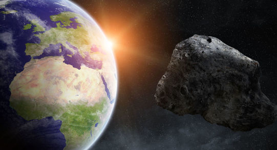 احتمال برخورد ۹۰۰ سیارک به زمین در ۱۰۰ سال آینده