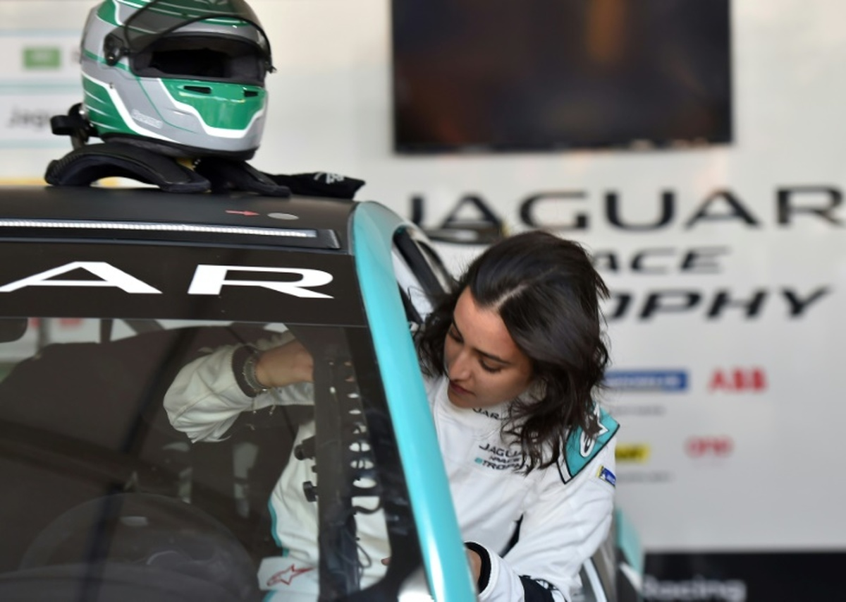 رانندگی اولین زن عربستان سعودی در مسابقات اتومبیلرانی