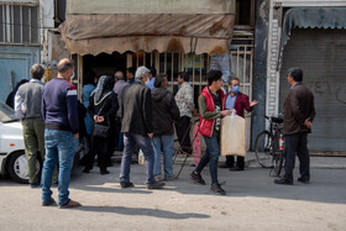 کرونا |  نانوایی های ارومیه در پی یک شایعه شلوغ شد