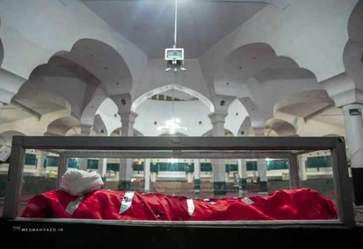 پیکر آیت الله مصباح یزدی در مصلی قدس قم+عکس