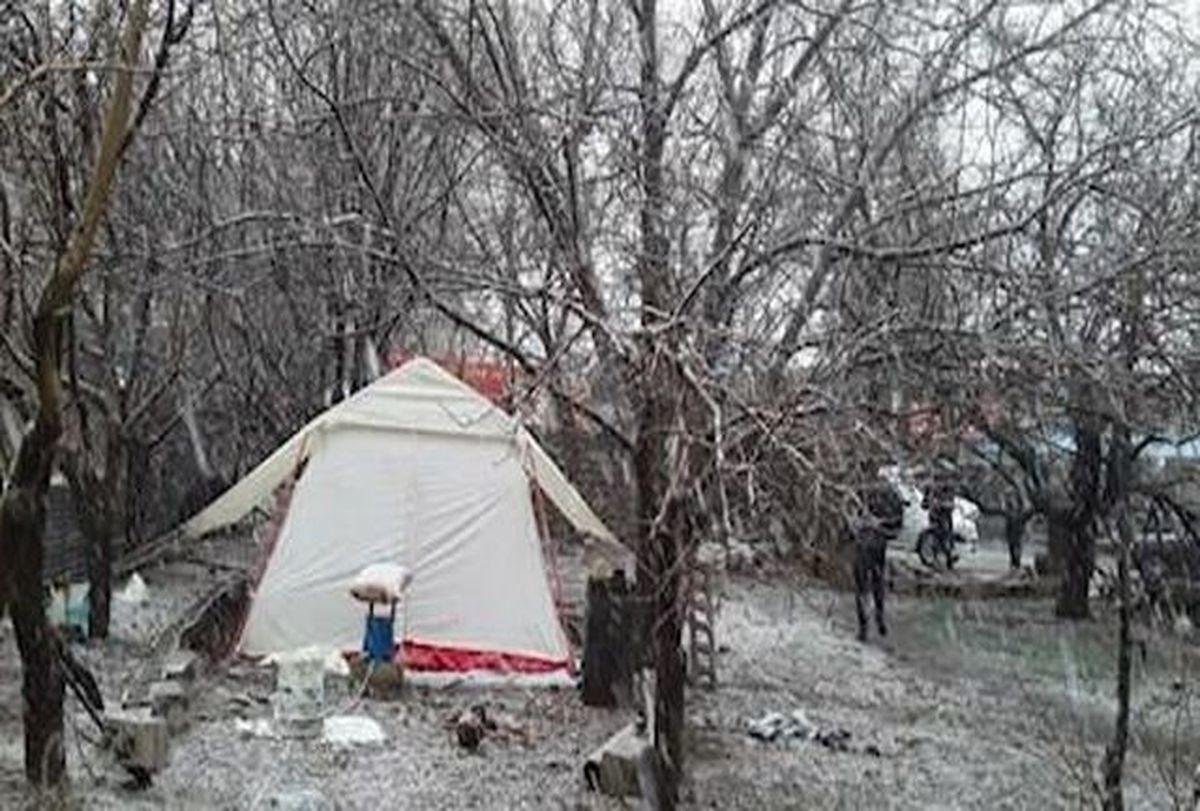 برف | مردم شهر زلزله زده سی سخت دزبیرون ازخانه زیر بارش برف