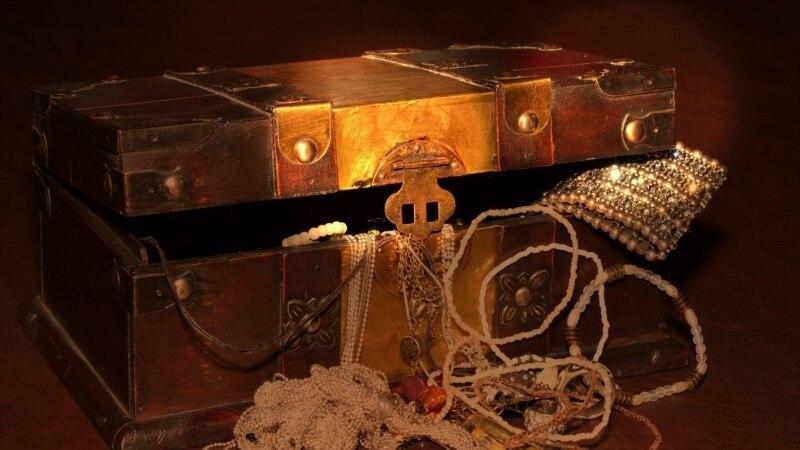 کشف بزرگ جوینده خوششانس دانمارکی؛ یک کیلوگرم طلای ۱۵۰۰ ساله