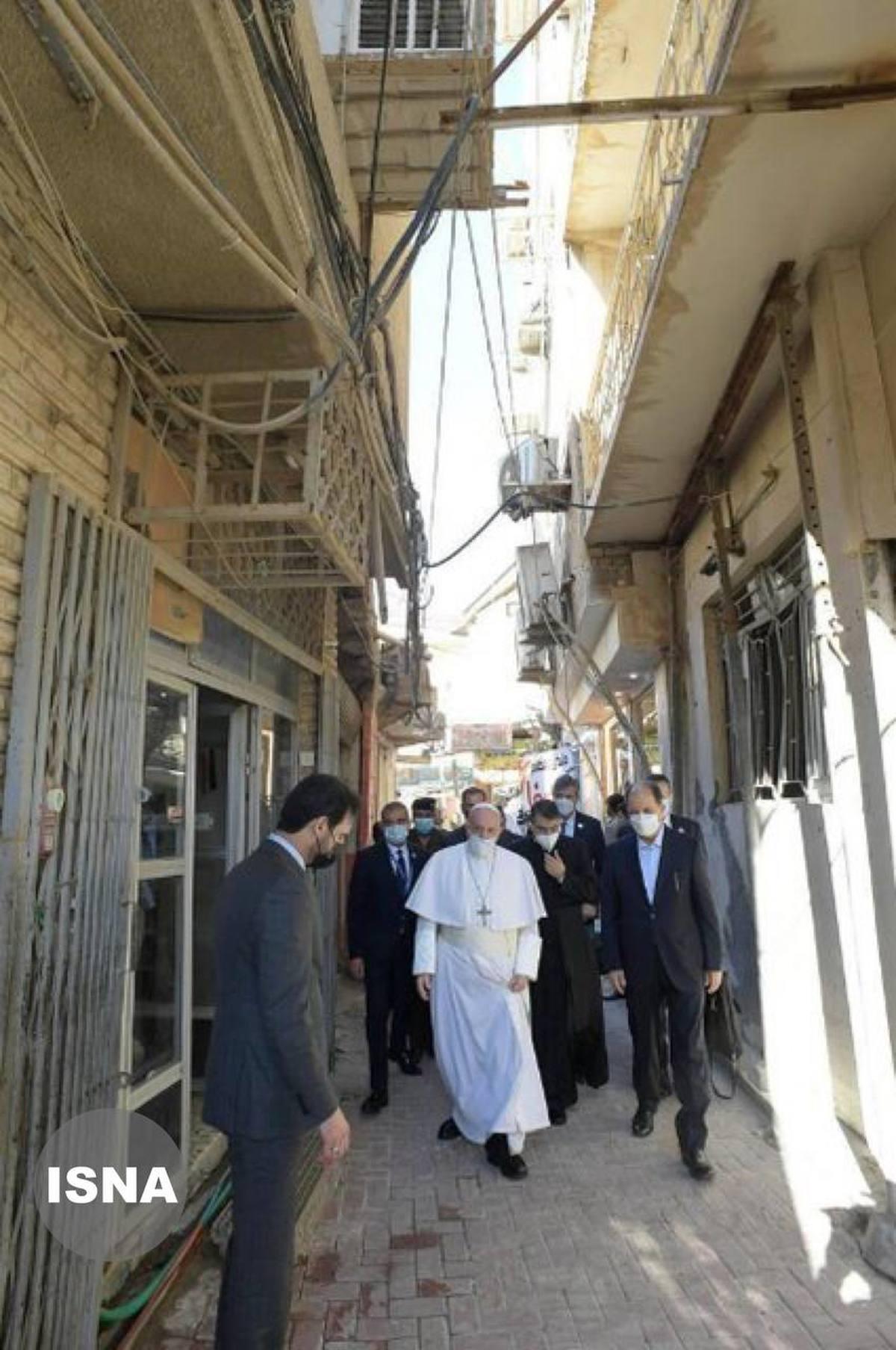 حضور پاپ در کوچه فرعی خیابان الرسول (ص) در ضلع جنوبی حرم حضرت علی (ع)