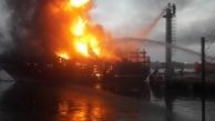 آتش ۵ لنج باری در گناوه را بلعید