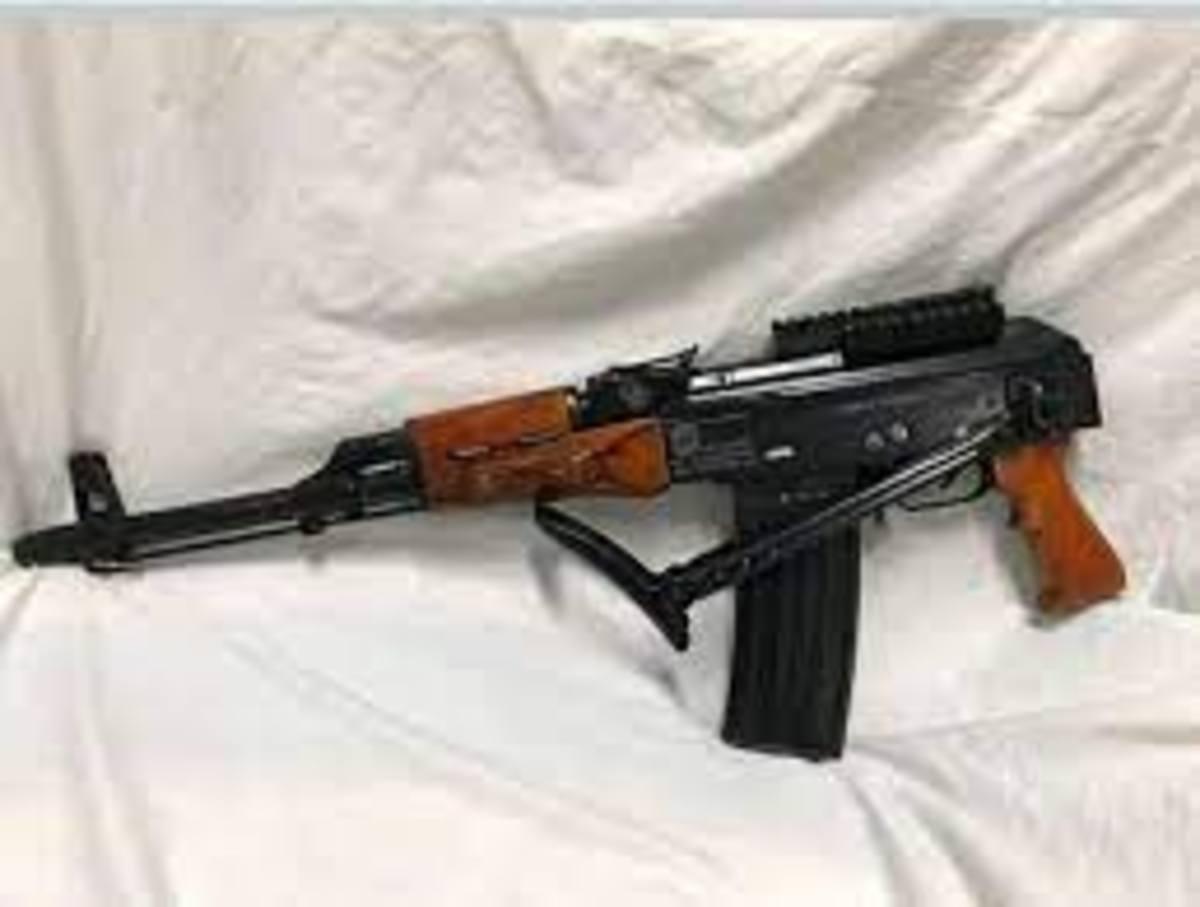 بازداشت دو قاچاقچی اسلحه با 8 قبضه کلاش در اهواز