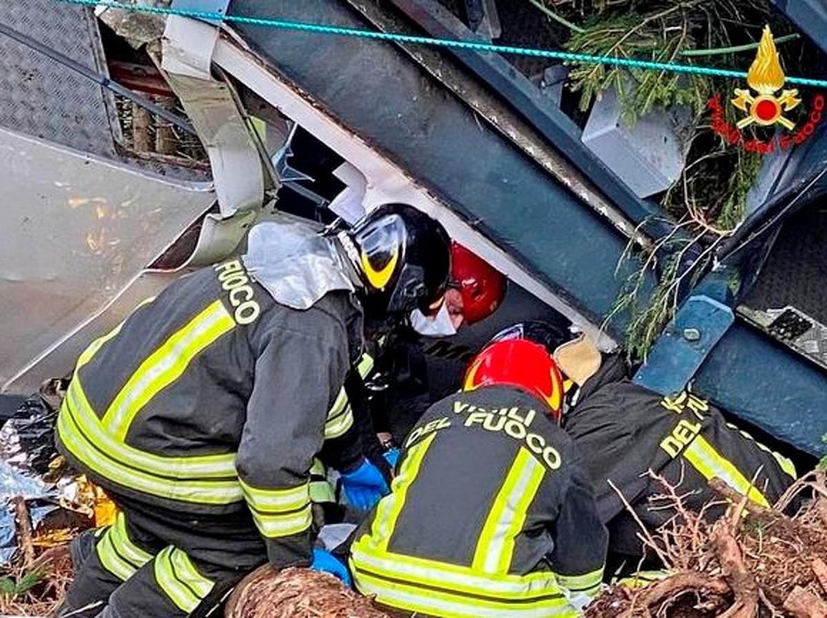 حادثه سقوط تله کابین در ایتالیا که یک ایرانی هم جزو قربانیان بود   عکس