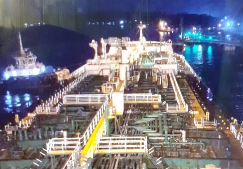 محموله  بنزین   |     نفتکش فارست با پرچم ایران  بدون مزاحمت وارد آب های ونزوئلا شد.