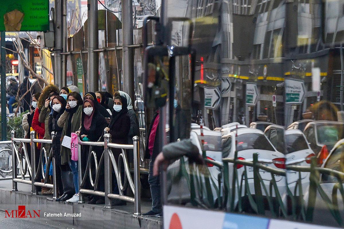 جولان کرونا در صف اتوبوس + عکس
