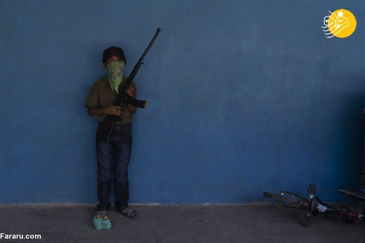آموزش نظامی کودکان در مکزیک برای مقابله با باندهای تبهکار + تصویر