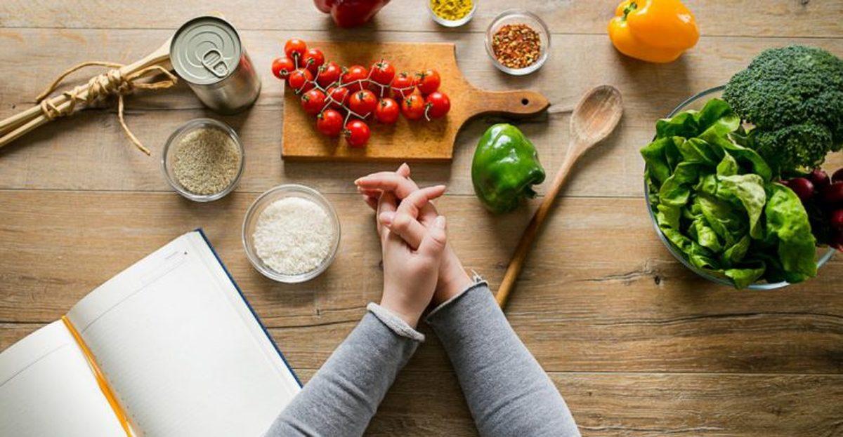 با  رژیم غذایی مناسب برای کنترل کلسترول آشناشوید