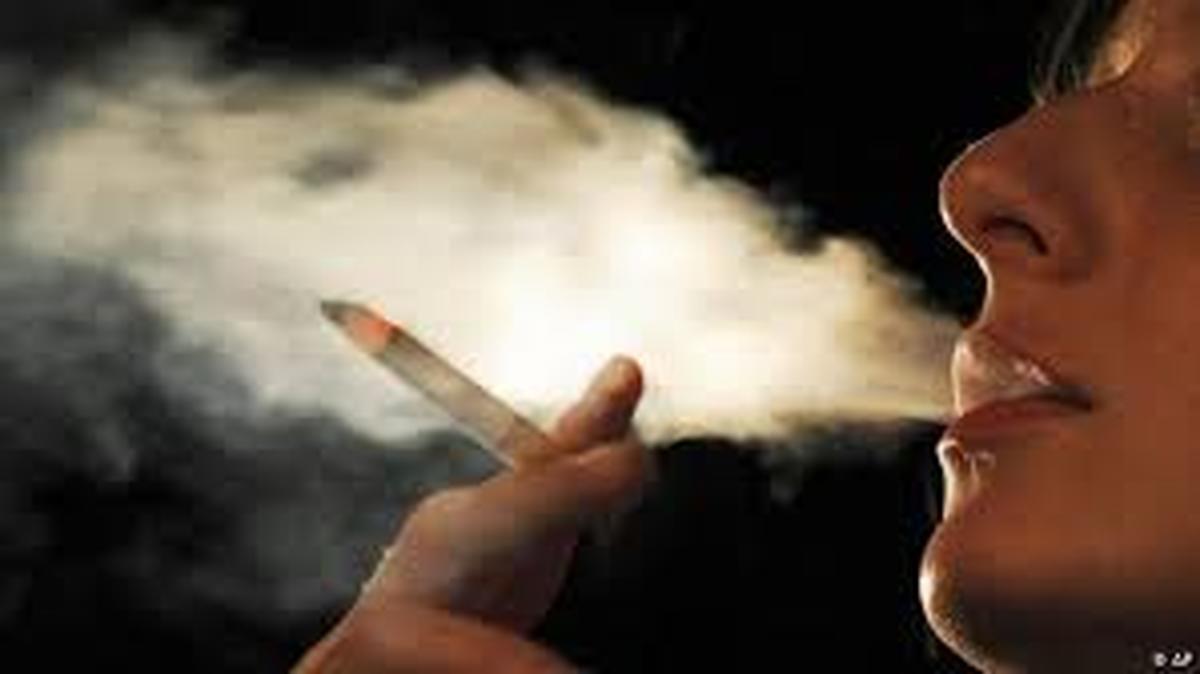 مصرف سیگار  زمینه ساز اعتیاد به مواد مخدر خواهد بود