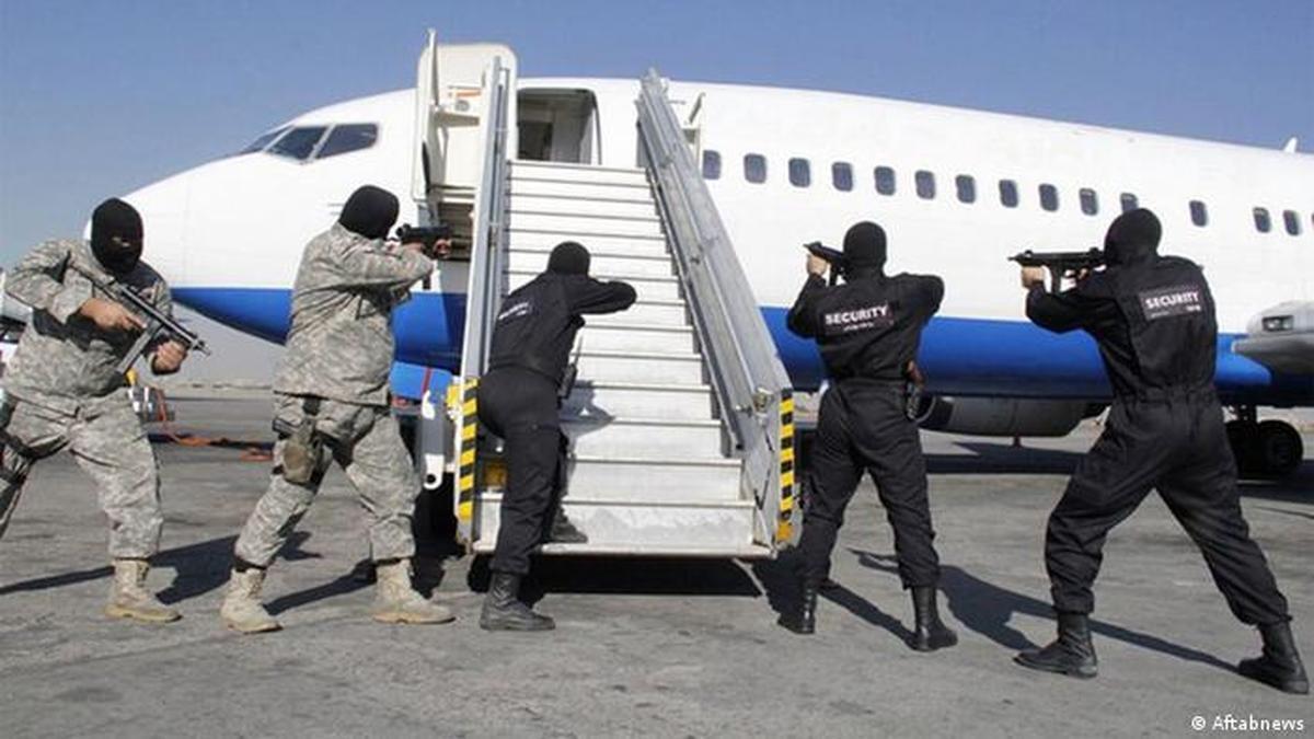 هواپیمای اهواز-مشهد  | فردی که قصد داشت هواپیمای اهواز-مشهد را برباید +عکس