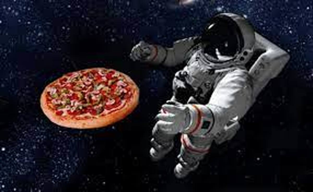 جشن پیتزا در ایستگاه فضایی