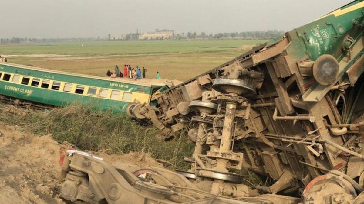 در پی برخورد دو قطار در پاکستان ۳۰ کشته برجای گذاشت