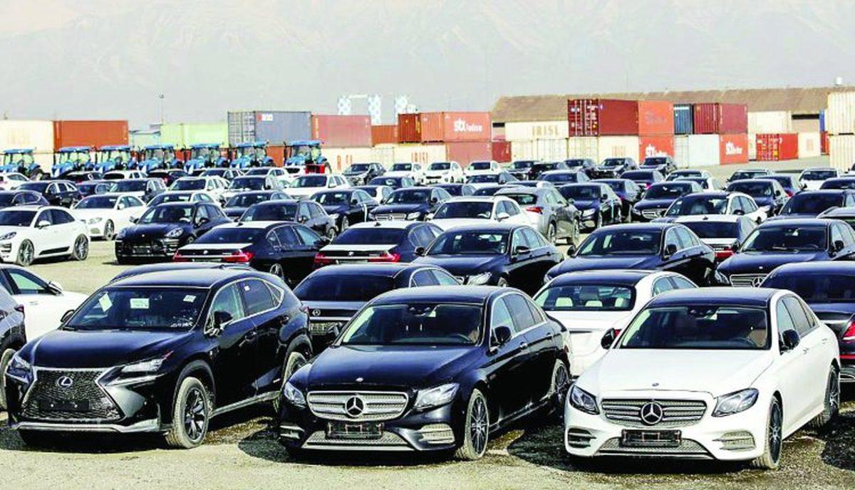 با وجود ممنوعیت واردات، خودروهای لوکس چطور به گالریها میرسند؟