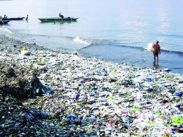 تا سال ۲۰۵۰ میزان پلاستیک درون اقیانوسها از ماهیان بیشتر خواهد شد