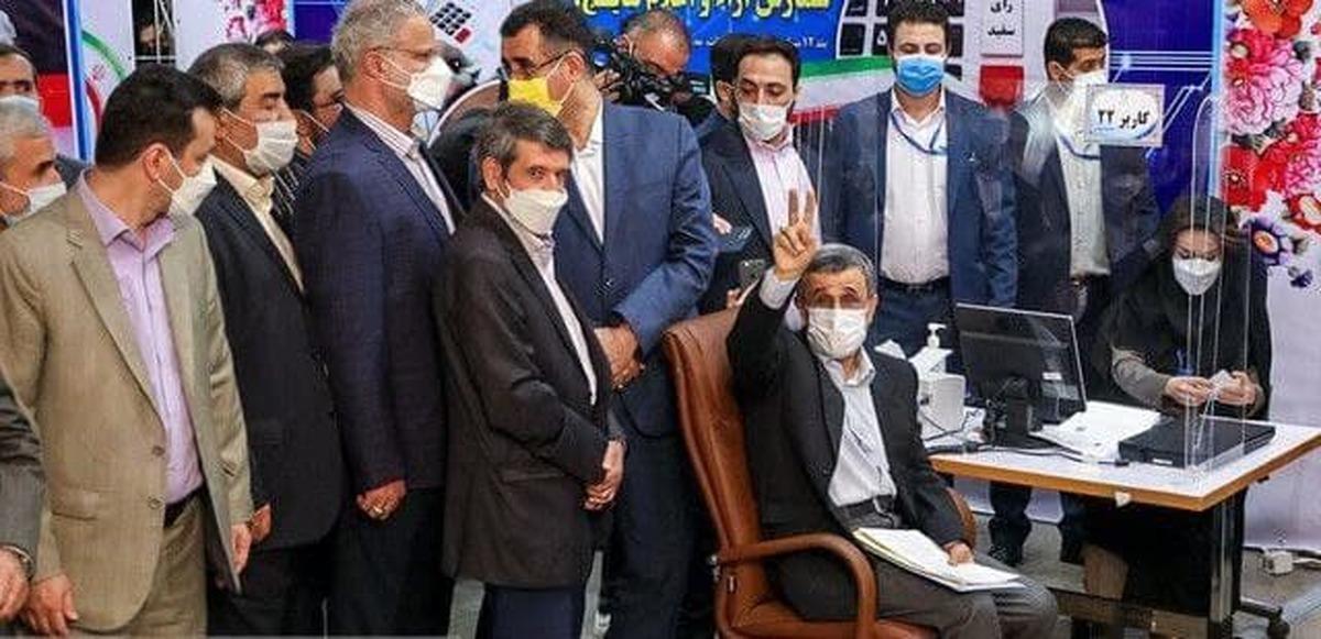 احمدینژاد پس از ثبتنام: با توجه به شرایط کشور و اصرار مردم ثبت نام کردم